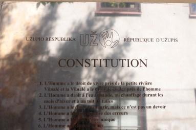 "La ""constitution d'Uzipio"" (une des 52 tradustions)"