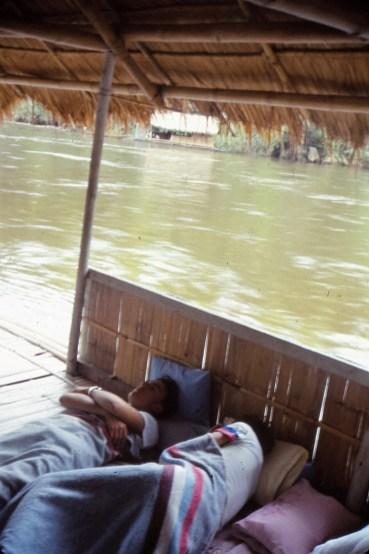 """Hôtel"" flottant à Sai Yok Yai"