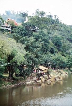 village Karen, le long de la rivière Fang