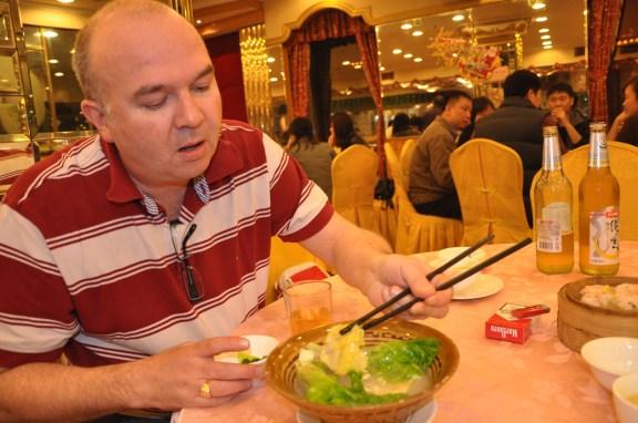 Laurent découvre un restaurant chinois...pour chinois