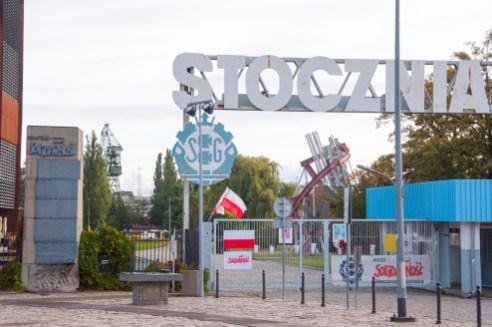 Gdansk: la grille des chantiers navals, haut lieu de Solidarnosc