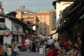 Bosnie Sarajevo. Au loin, la fameuse bibliothèque