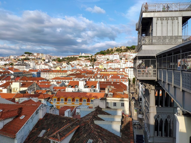 Lisbonne: Alfama vu du barrio alto
