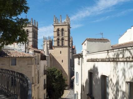 Montpellier. L'écusson (la cathédrale vue depuis la place de la Canourgue)