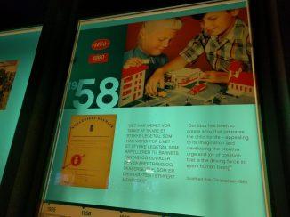 La storia LEGO che si trovava sulle finestre della System House