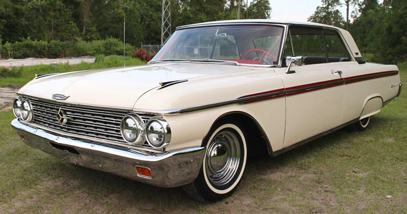 1961 Chrysler Imperial Interior