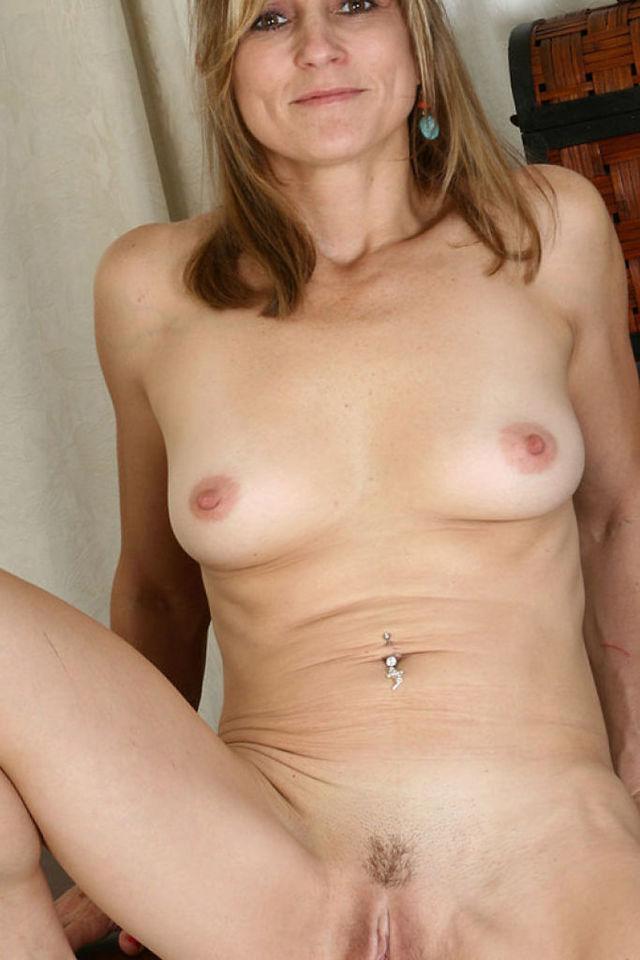 Photos of mature nude women