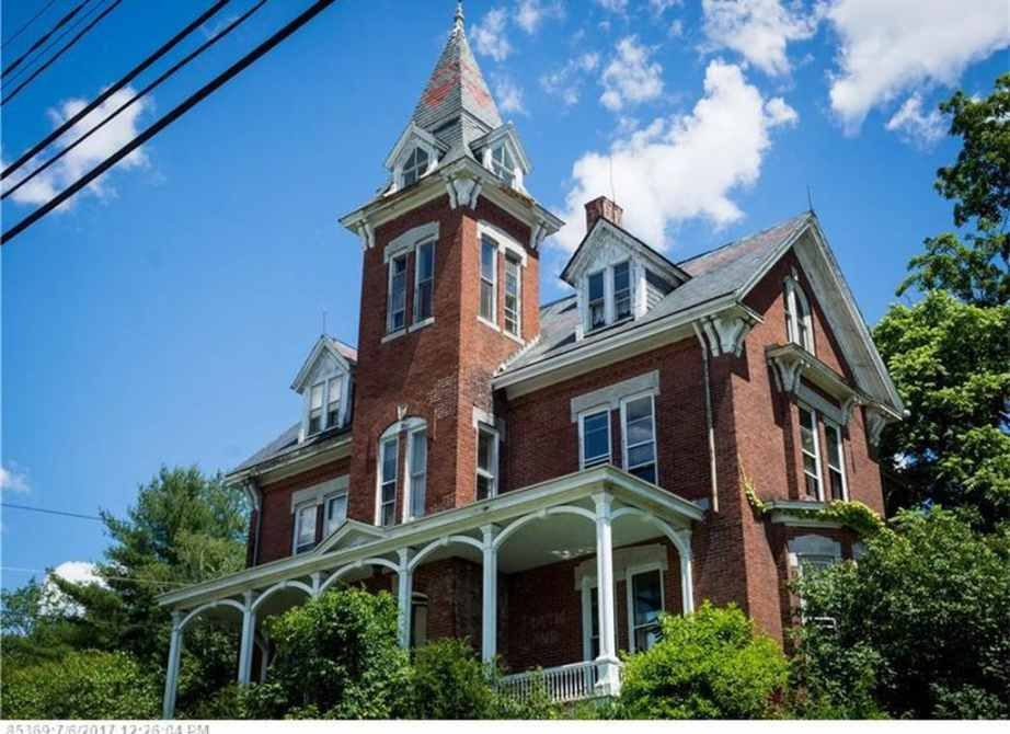1882 Victorian Fixer Upper In Lewiston Maine