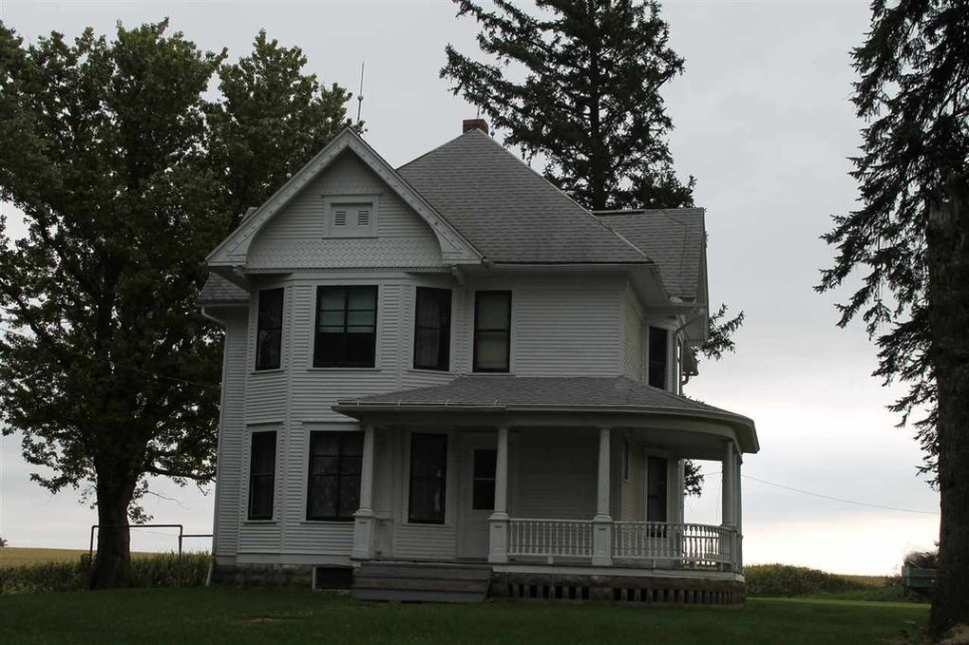 Iowa 1912 Queen Anne Farmhouse