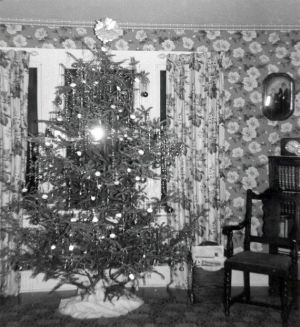 Old Fashioned Christmas Tree 1940s Style OldHouseGuy Blog