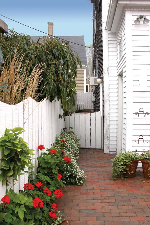 Fence Options For Every House Style Restoration Amp Design