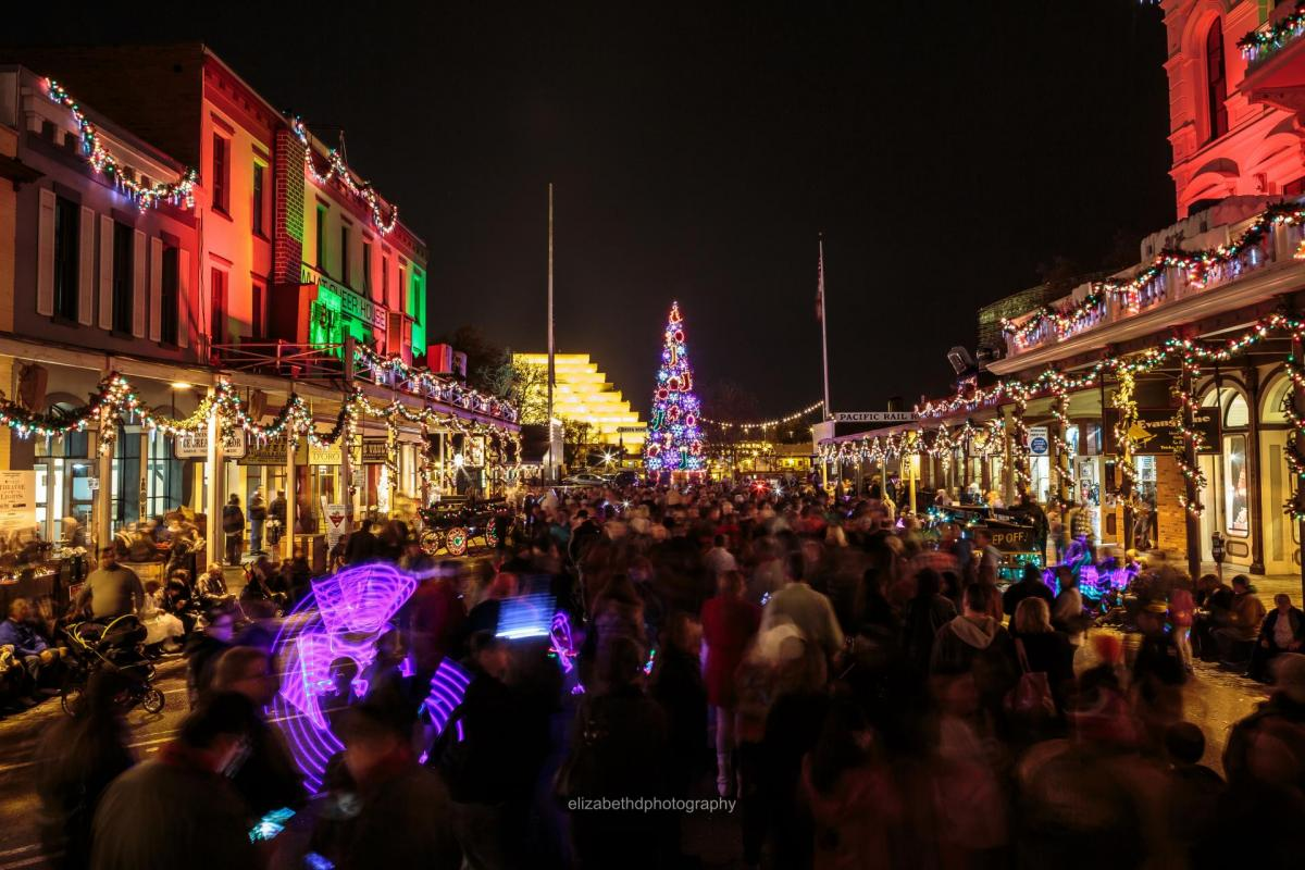 holiday tree lighting ceremony old