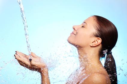Femme avec eau