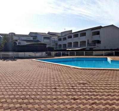 Appartement F2 piscine 2tennis terrain boules