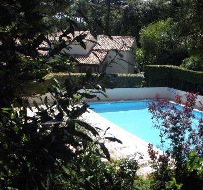 jolie villa avec accès piscine
