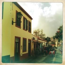 Kleine Gassen mit Restaurants in Funchal