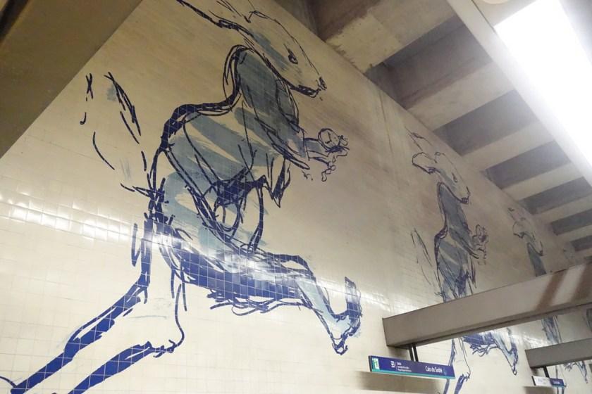 Kunstvolle Hasen an der Metrostation Cais do Sodré in Lissabon