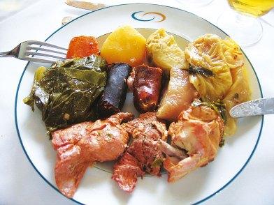 Cozido Eintopf Azoren auf dem Teller