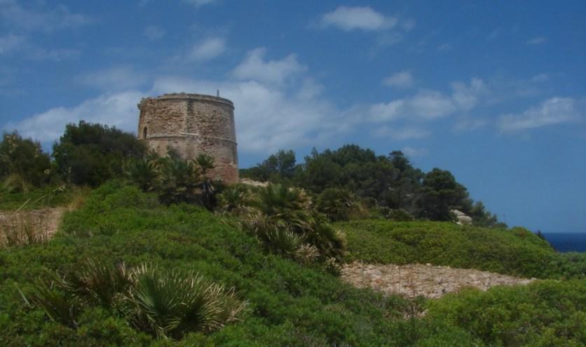 Blick auf Wehrturm Torre des Matzoc