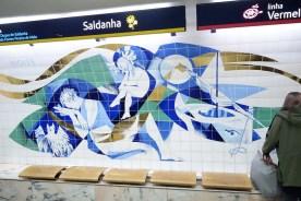 Saldanha - Nacht - Kunst an der Metrohaltestelle in Lissabon