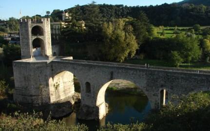 Historische Brücke über den Río Fluvià