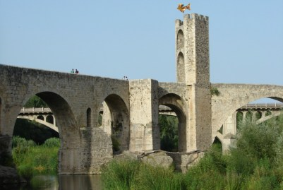 Brücke über den Rio Fluvià in Besalú