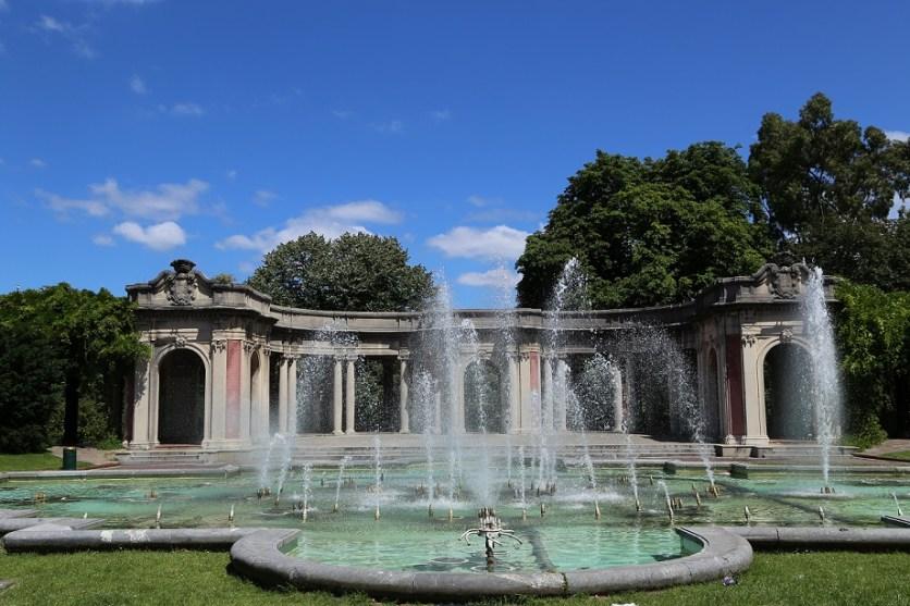Brunnen in den histoirschen Gärten vom Park Doña Casilda