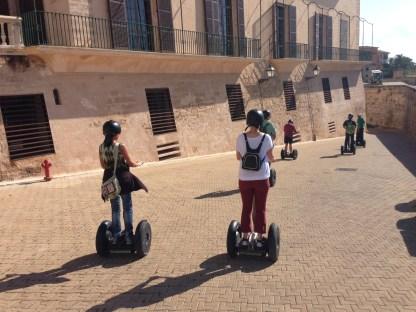 Segway-Fahrer in der Altstadt von Palma