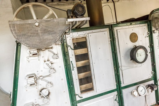 Tee wird erhitzt Maschine Teefabrik Azoren Sao Miguel