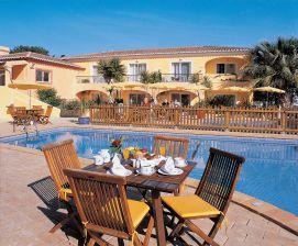 Terrasse und Pool Costa D'Oiro Ambiance Village