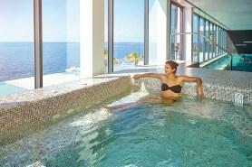 Pool im VIDAMAR Resorts Madeira