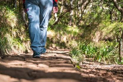 Wanderin auf Levada Weg Madeira