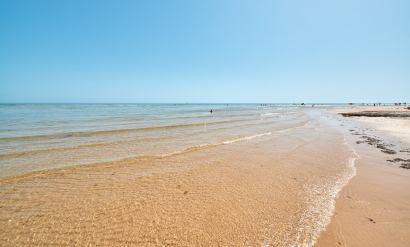 Strand Cacela Velha an der Ostküste der Algarve in Portugal