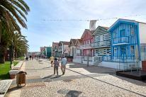 Straße mit bunten Häusern Portugal