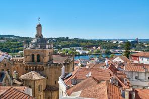 Panorama über Dächer von Coimbra