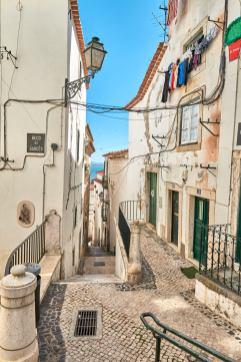 Kleine Gassen in der Alfama in Lissabon