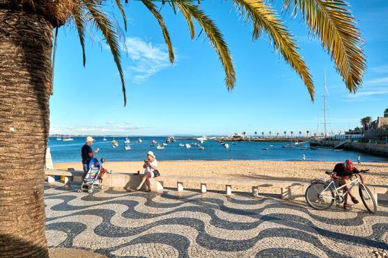 Promenade am Meer bei Lissabon