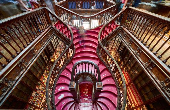 Kunstvolle Treppe Buchhandlung