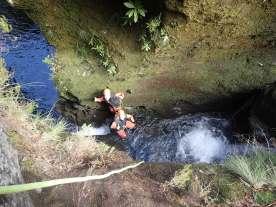Canyoning auf Madeira Einstieg in die Schlucht
