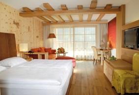 Gemütliches Zimmer im Adler Dolomiti Spa & Sport Resort