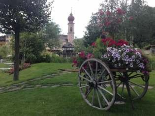 Detail in Gartenanlage Adler Dolomiti Spa & Sport Resort