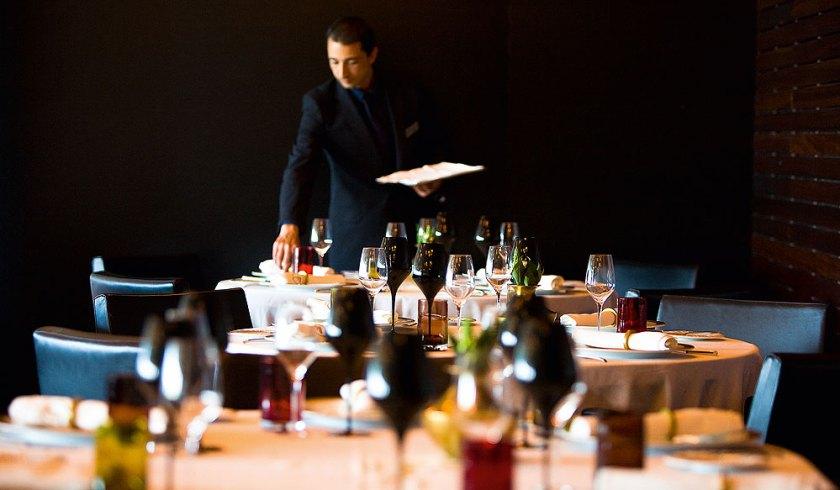Kellner im Restaurant Feitoria Altis Belém Hotel & Spa