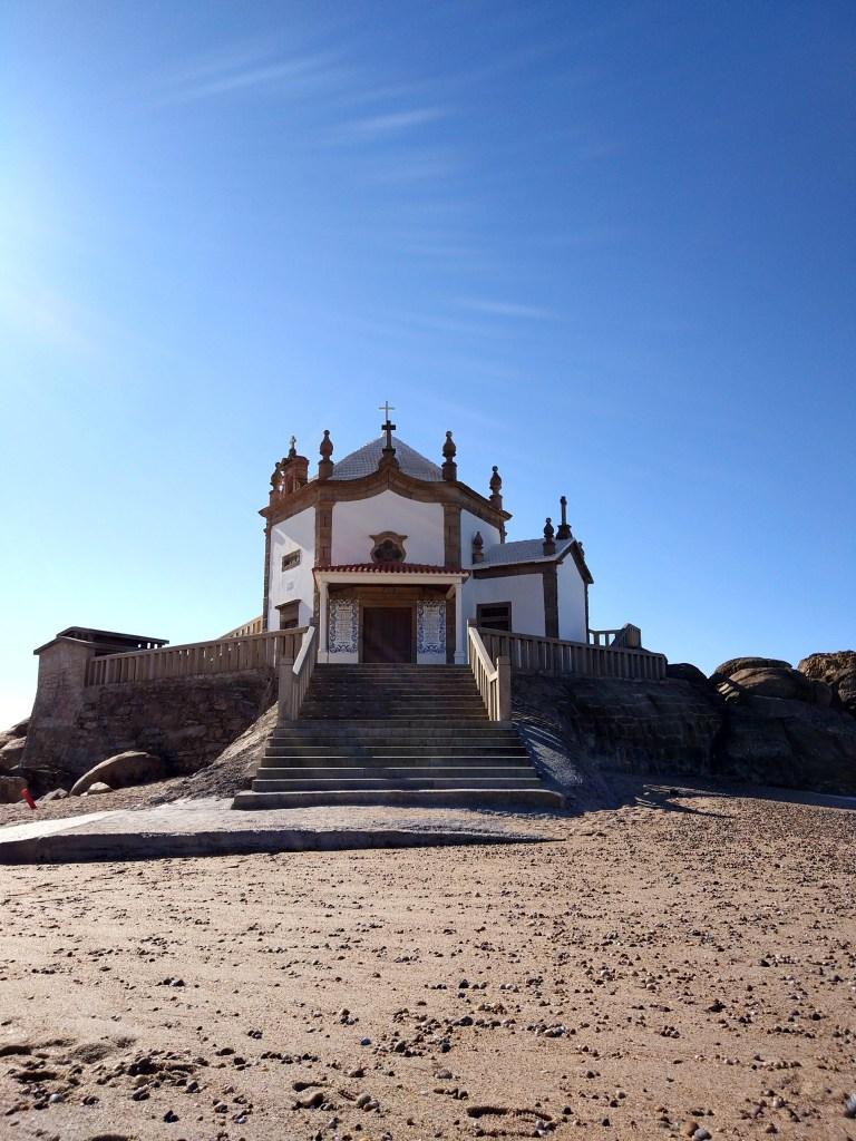 Capela do Senhor da Pedra mit dem Fahrrad
