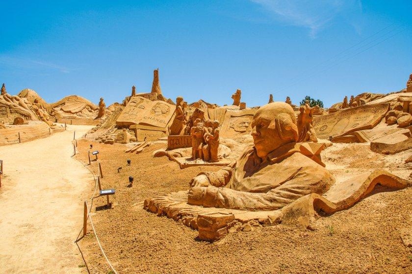 Sandskulpturen FIESA SandCity Lagoa
