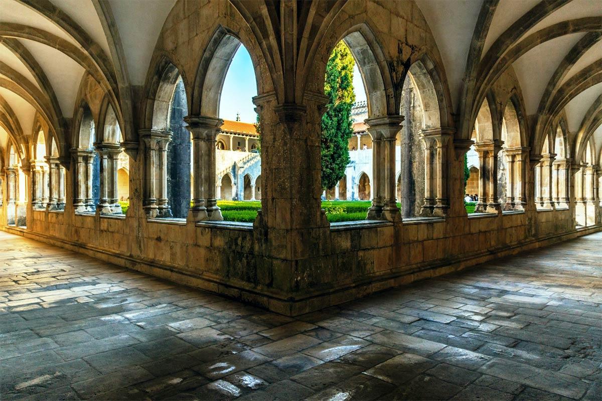 Mittelportugal Kloster Batalha Kreuzgang