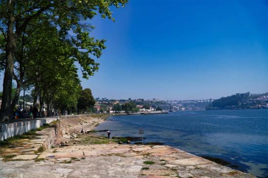 Nordportugal Porto in der Ferne Radreise