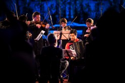 Fenômeno na cena musical europeia, a orquestra Chaarts é uma das atrações do MIMO em Olinda e se apresenta na sexta-feira (05/09), às 18h, no Mosteiro de São Bento. Foto: MIMO Festival/Divulgação