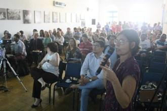 Teresa Zirpoli, secretária Executiva de Planejamento Urbano, fala sobre a revisão do Plano Diretor durante a primeira audiência pública, realizada no dia 29 de abril. Foto: Rodrigo Barradas/Pref.Olinda