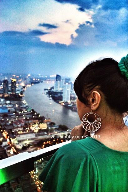 minum di skybar Bangkok