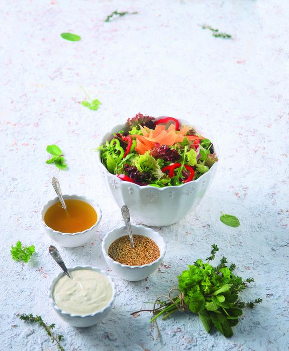 21150305_17090_prasini salata me diaforetika xromata